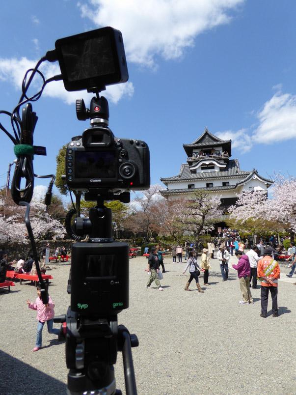Matériel prêt pour le tournage. Au château d'Inuyama